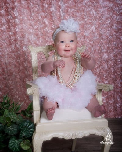 Photograph by d&k Photography Tomball Texas chubby laughing baby